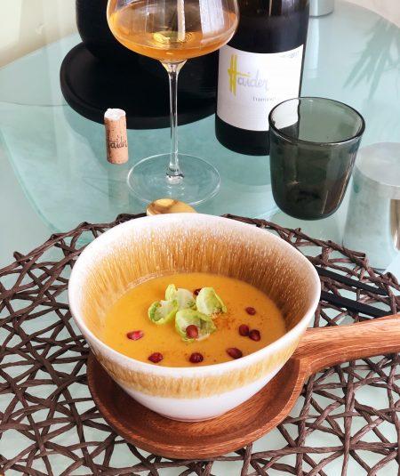 Andrea kocht und trinkt . Linsen-Kürbis-Suppe